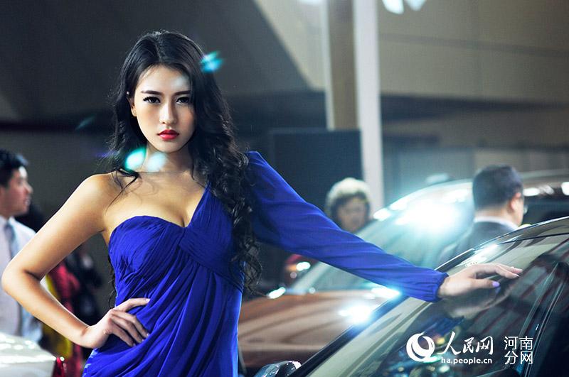 高清组图:2014郑州大河春季车展 美女车模亮眼