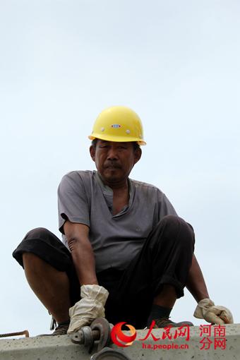 中原高速商杞分公司集装箱活动房订做:六个一工程让农民工安心打工