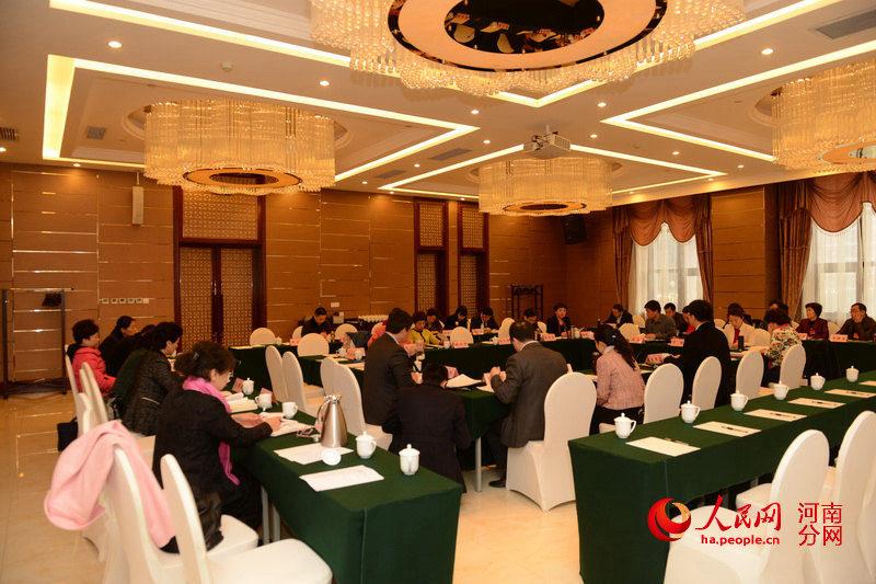 河南省政协委员分组审议政协常委会工作报告