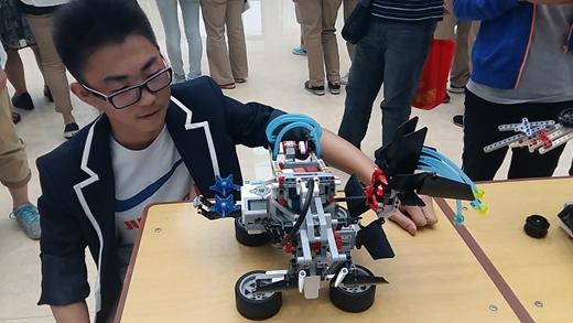 郑州试验高中以小班募化带师制校本课程根究教养学