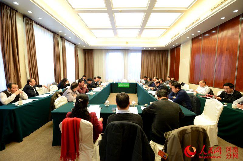 河南省政协委员分组讨论政府工作报告