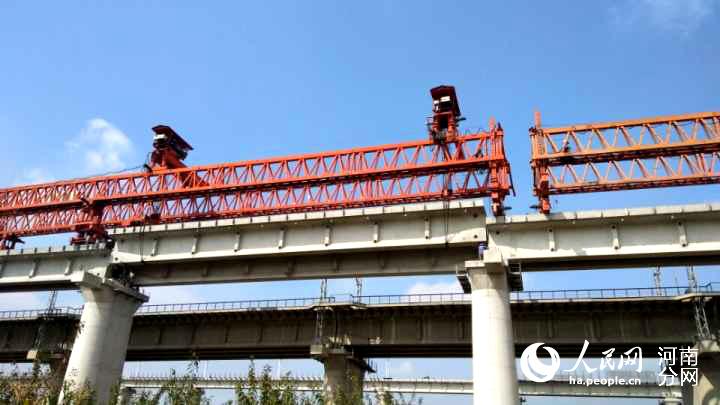 中铁七局武汉公司参建的呼准鄂铁路架梁施工全