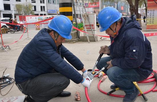 长垣县供电公司:巡视线路 排查隐患