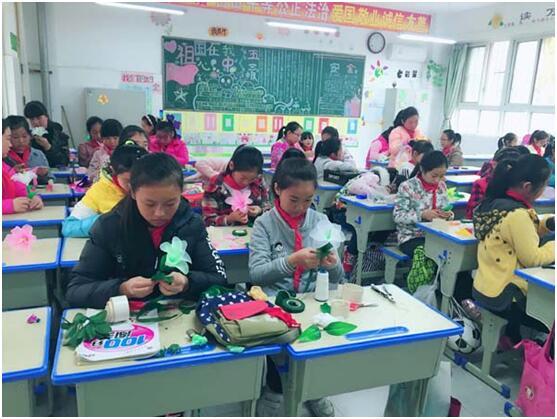 郑州市惠济区v视频视频:多彩课程校本丰盈缤纷小学小学生一打五图片