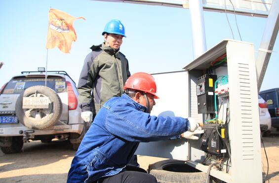 长垣县供电公司:顶风吃沙保供电
