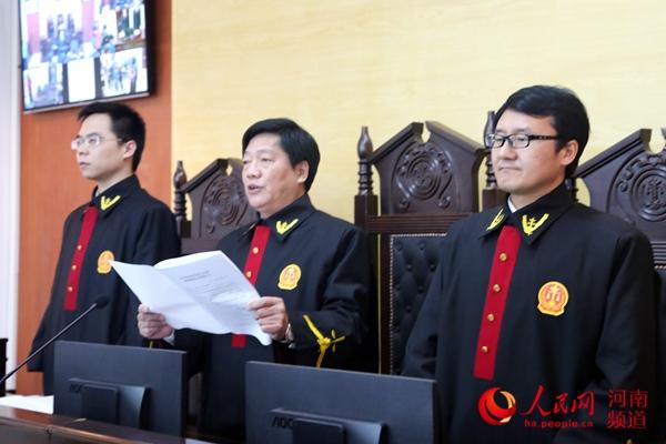 河南洛阳虐童案生母被判10年 施暴者被判无期