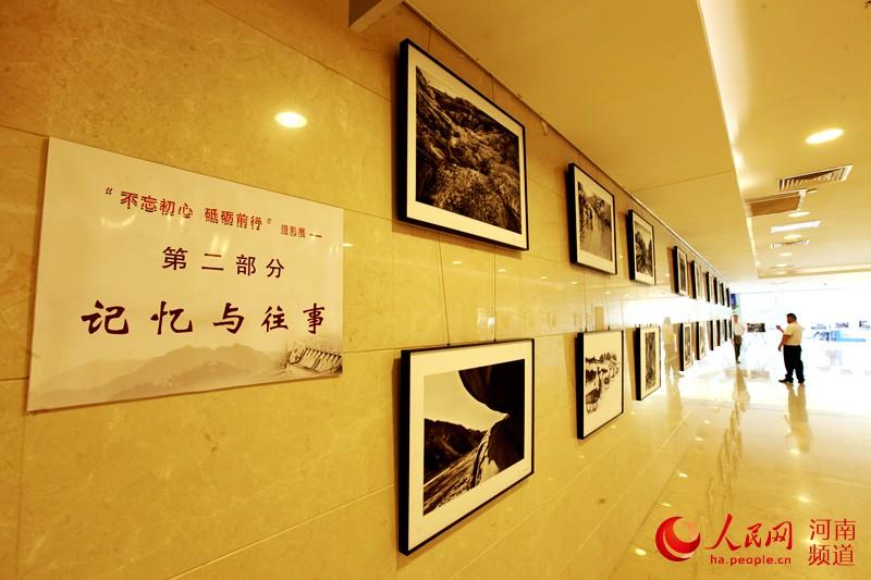 260余幅作品亮相三门峡书画摄影展 吸引千名群众