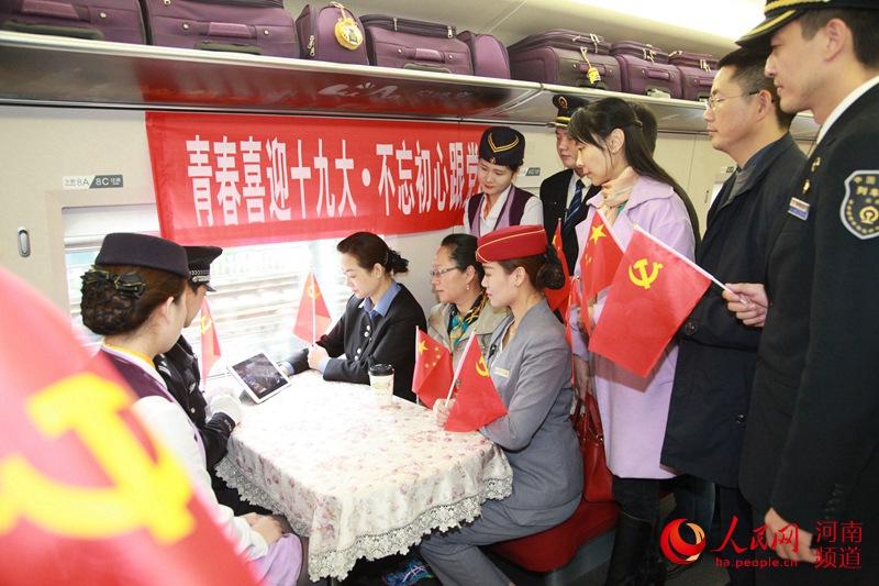 河南社会各界收听收看党的十九大开幕会直播盛况