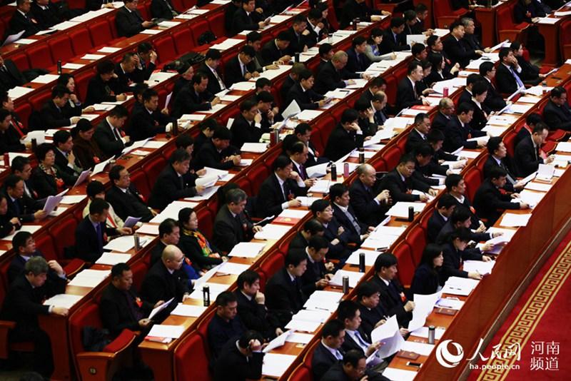 河南省十三届人大一次会议开幕