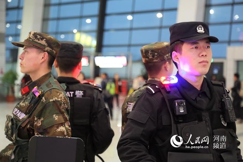 河南机场警方平安守护