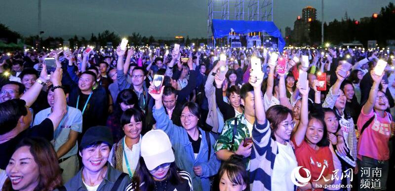 河南三门峡:万人共度狂欢夜        5月26日,第七届中国(三门峡)万人帐篷节暨2018天鹅音乐季在三门峡火热开幕,来自 山西……
