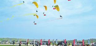 第十届林虑山国际滑翔伞公开赛开幕