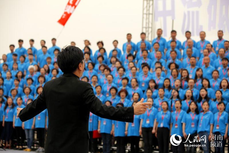 千人齐聚 咏唱黄河