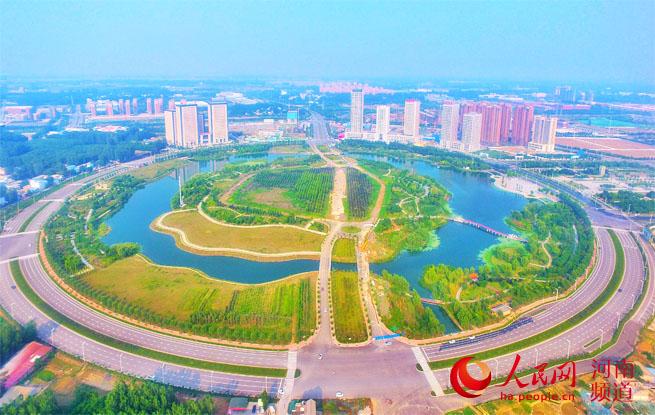 """河南许昌:千年古都的绿色""""蝶变""""&#13;  行走许昌,绕不开的是水,映入眼帘的是绿。水汽氤氲的鹿鸣湖,荷塘连绵的护城河, <a href="""