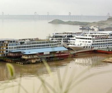 三峡大坝:洪峰过境
