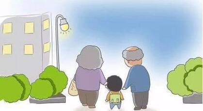 关注带娃老人 老来抱上孙子孙女,许多老人视为福分。小小生命给老人带来的喜悦难以替代。然而……