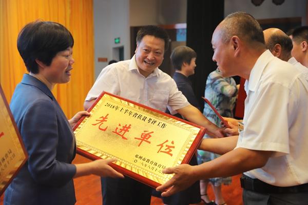 河南邓州:教育扶贫展演汇聚正