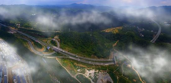 河南:高速路助力经济高发展