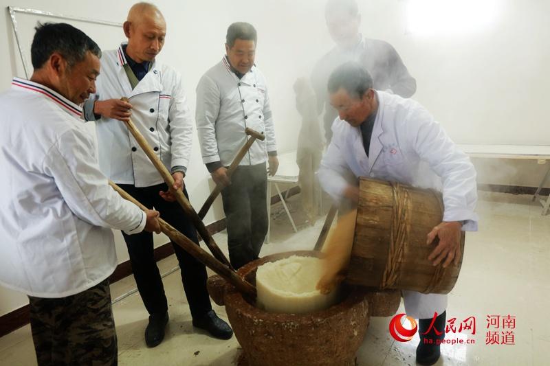 光山传统习俗: 打糍粑 迎新年
