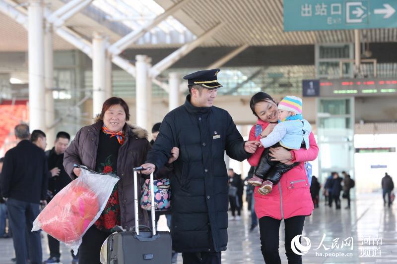 2月3日至2月10日 郑州铁路累计发送旅客235万人