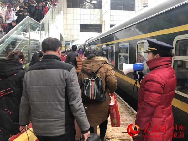 8岁男童郑州火车站走失 出门请务必带好孩子
