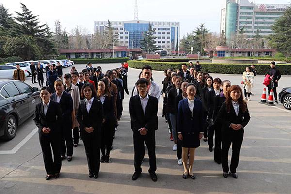 挥洒青春热情!灵宝市百名志愿者出征博鳌亚洲论坛