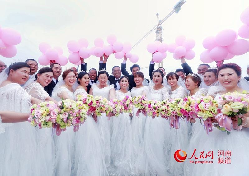 """郑州:致敬劳动者 建筑工友举办""""圆梦""""婚礼"""
