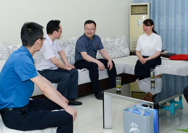 郑州上街区开展廉政家访 帮助干部打扫思想灰尘