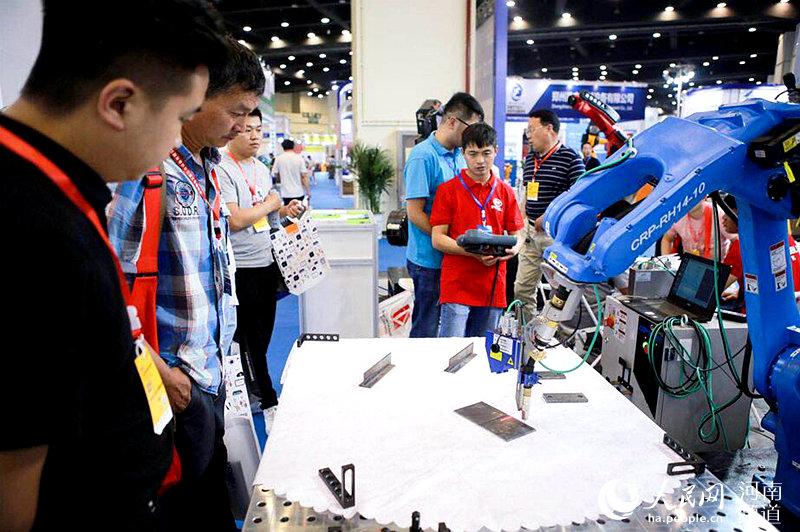 助力河南制造业转型升级 2019郑州工博会国际会展中心开幕