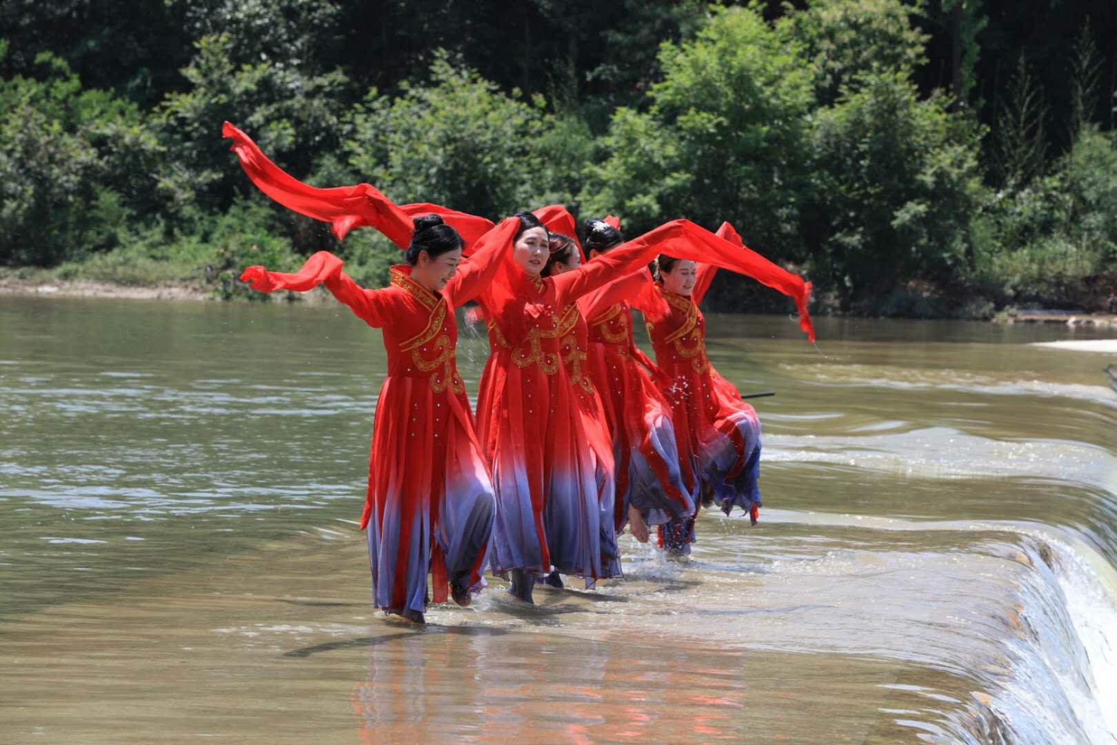 信阳商城:独特的地域文化和风土人情吸引游客纷至沓来