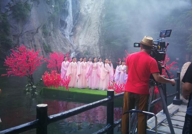 中国鲁山世界汉字节主题歌《龙的春天》MV在鲁山拍摄 央视导演现场指挥