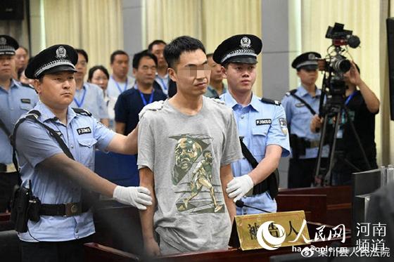 河南男子20年后打老师案判决 判处有期徒刑一年六个月
