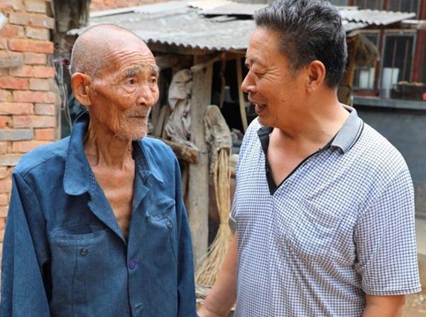 89岁高龄独居老人 紧握泥土向阳而生