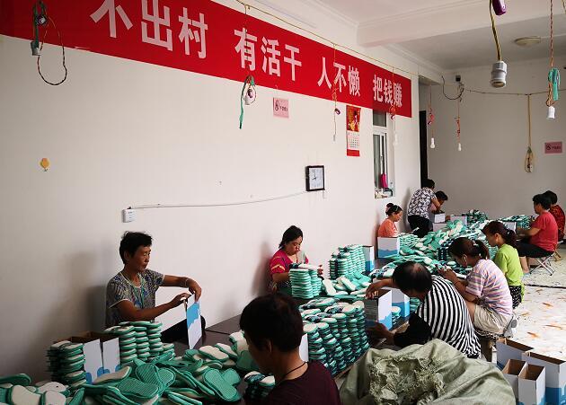 辉县莲花村:加工产品销海外 赚钱顾家两不误