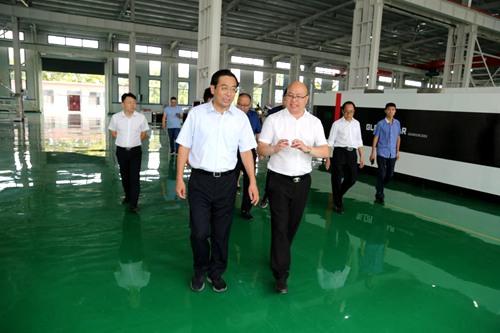 社旗县委书记余广东到县产业聚集区重点项目现场办公