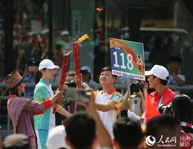 河南郑州:点燃民族圣火点燃华夏激情