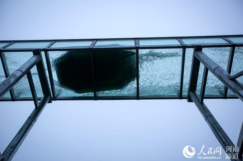 """刺激!三门峡千米高山空中玻璃漂流滑道""""开漂"""""""