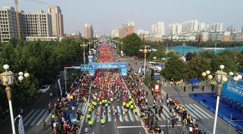 2019巩义国际马拉松赛开跑