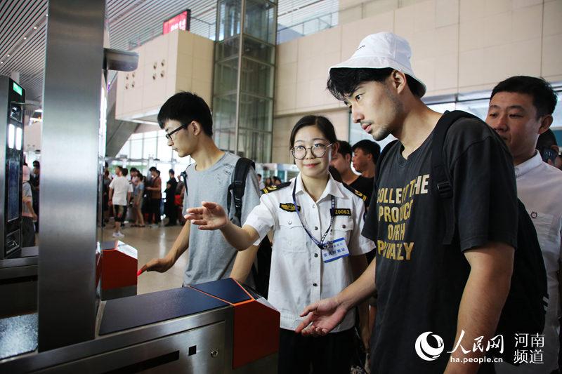 满足旅客国庆出行需求 郑州东站加开94列临客