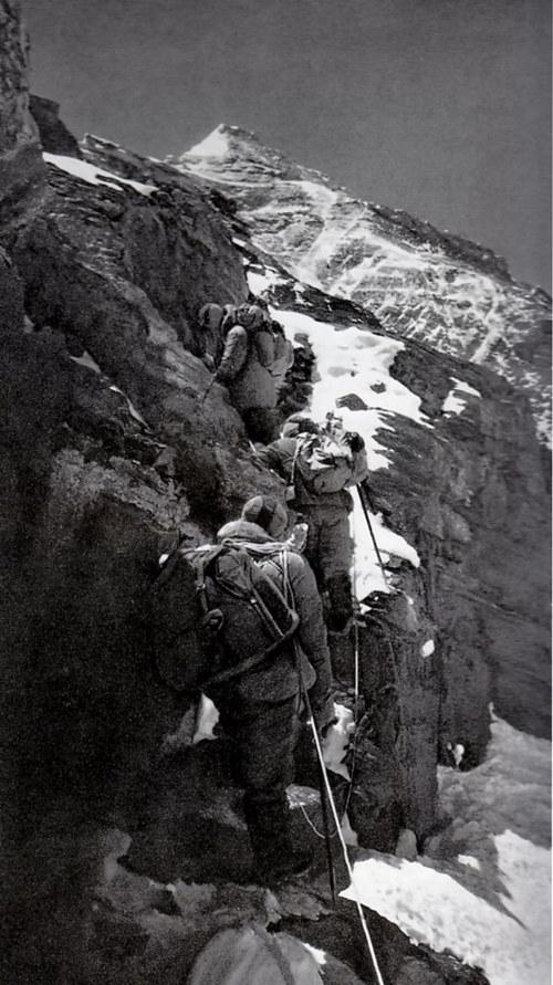 """给力!""""攀登者""""王富洲:打破珠峰北坡不可征服的神话"""