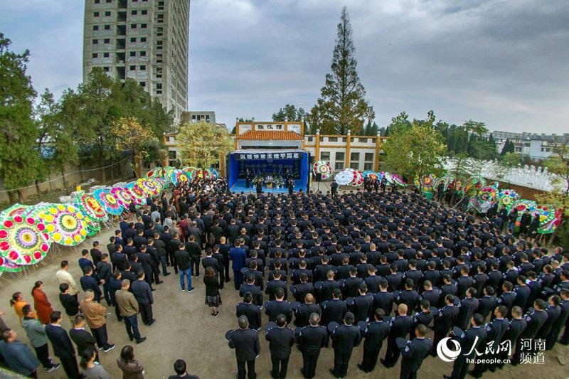 """""""好警察""""王维平因公牺牲 3000余名警民含泪送别"""