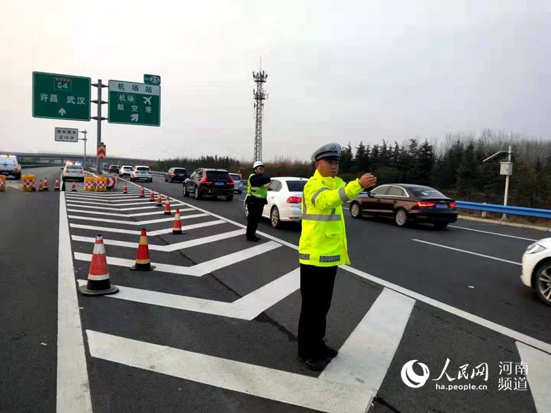 郑州机场高速公路遇冰雪天气将不封路 安全咋保障?