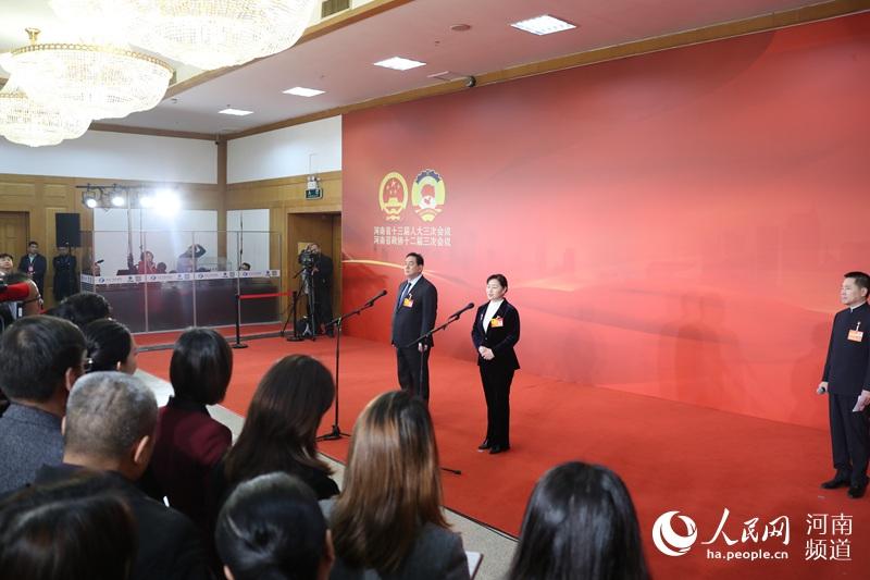 人民网记者提问河南省人大代表聚焦科技立异