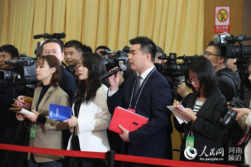人民网记者提问河南省人大代表聚焦科技创新