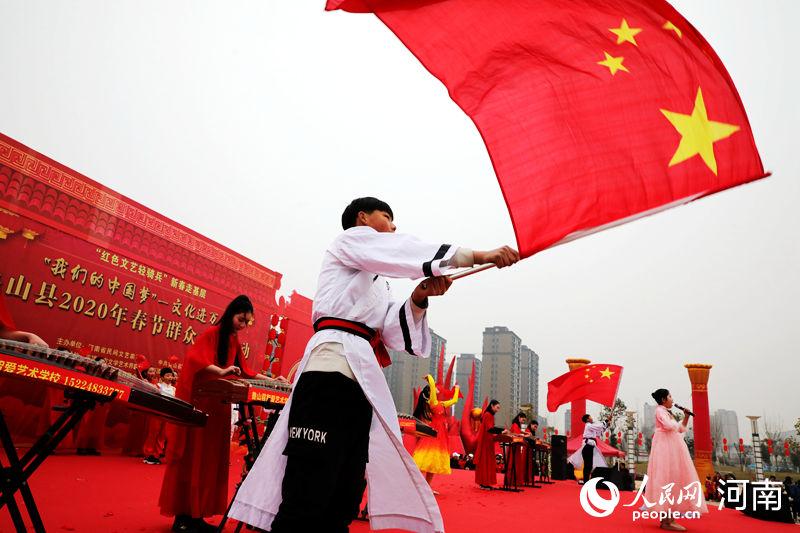民俗表演迎新春 河南鲁山年味浓