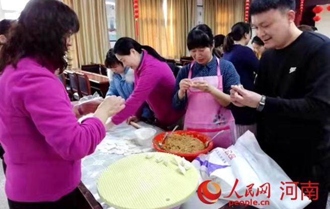 """【新春走基层】医院里的""""饺子宴"""""""