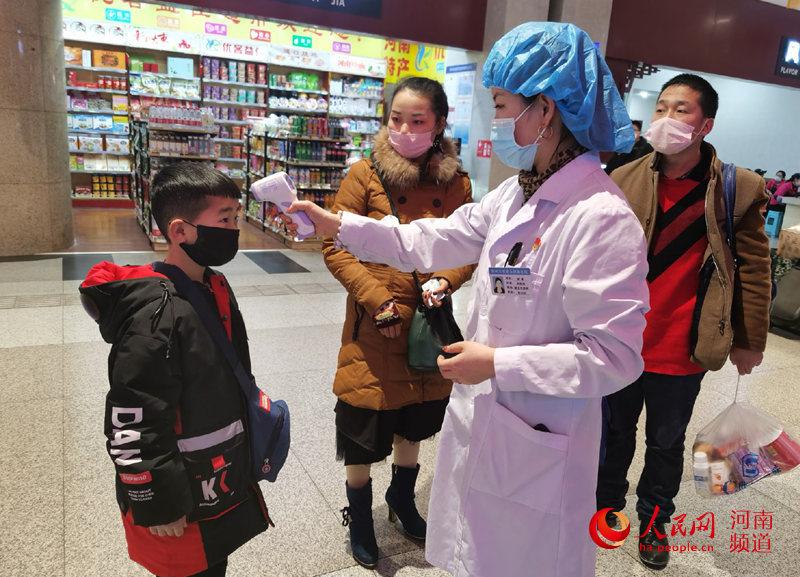 河南86万医务人员放弃春节休假 应战疫情