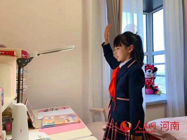 """河南延迟开学期间""""不停学"""" 中小学生收看开学第一课"""