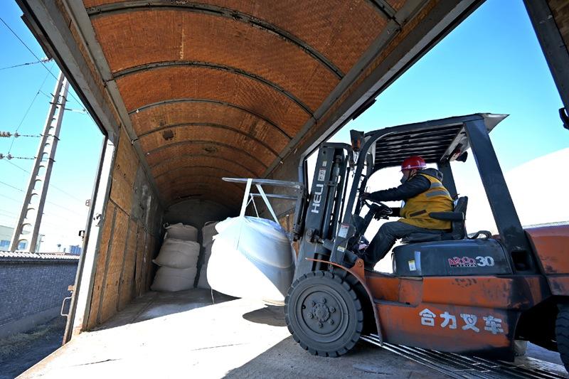 焦作:助力企业复产 全力保障春耕物资运输