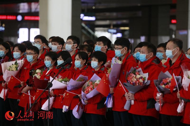 坚守武汉60天!河南省第一批援助湖北医疗队137人载誉归来